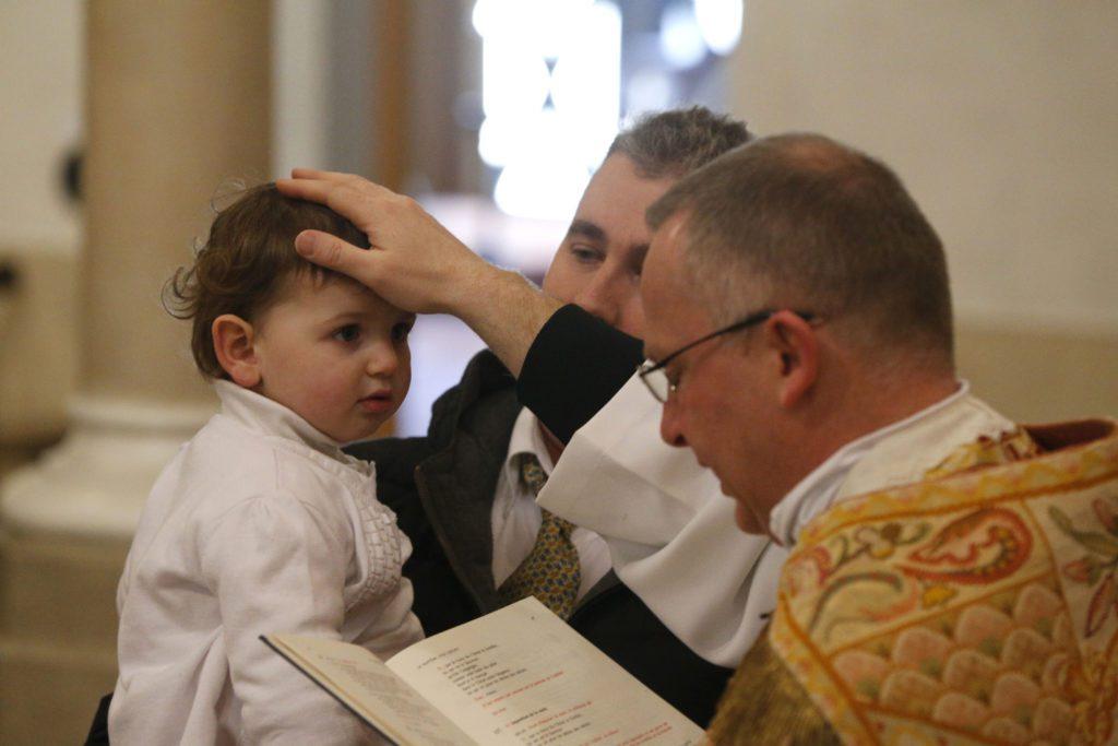 Baptême catholique d'un enfant