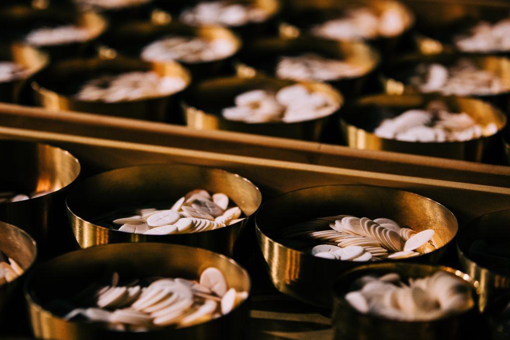 osties dans des bols, eucharistie